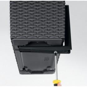 Uchwyty zapewniają stabilne mocowanie doniczki na balustradzie